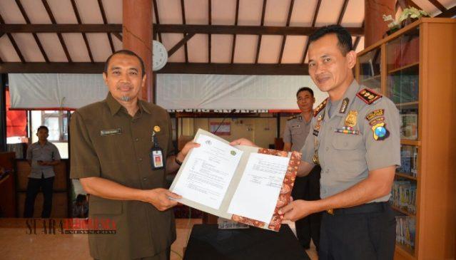 Kepala Perpusda & Polres Pamekasan Launching Pojok Baca yang Pertama di Jawa Timur