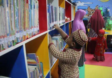 Budaya Berkunjung ke Perpustakaan Sejak Dini, Beradaptasi Dengan Perkembangan Zaman